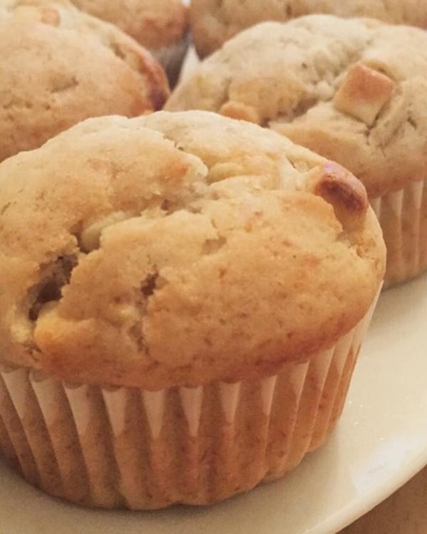 Muffins pour utiliser deux bananes trop mûres (banane et pépites de chocolat blanc)